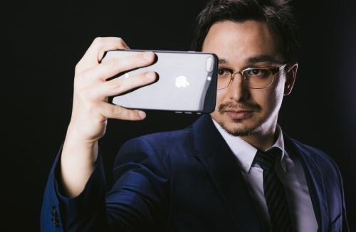 男性の自撮り写真