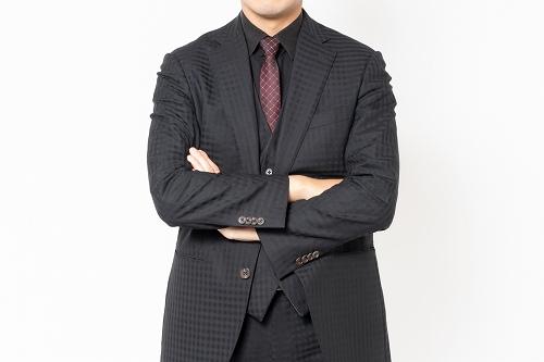 スーツの男性は見極めが難しい